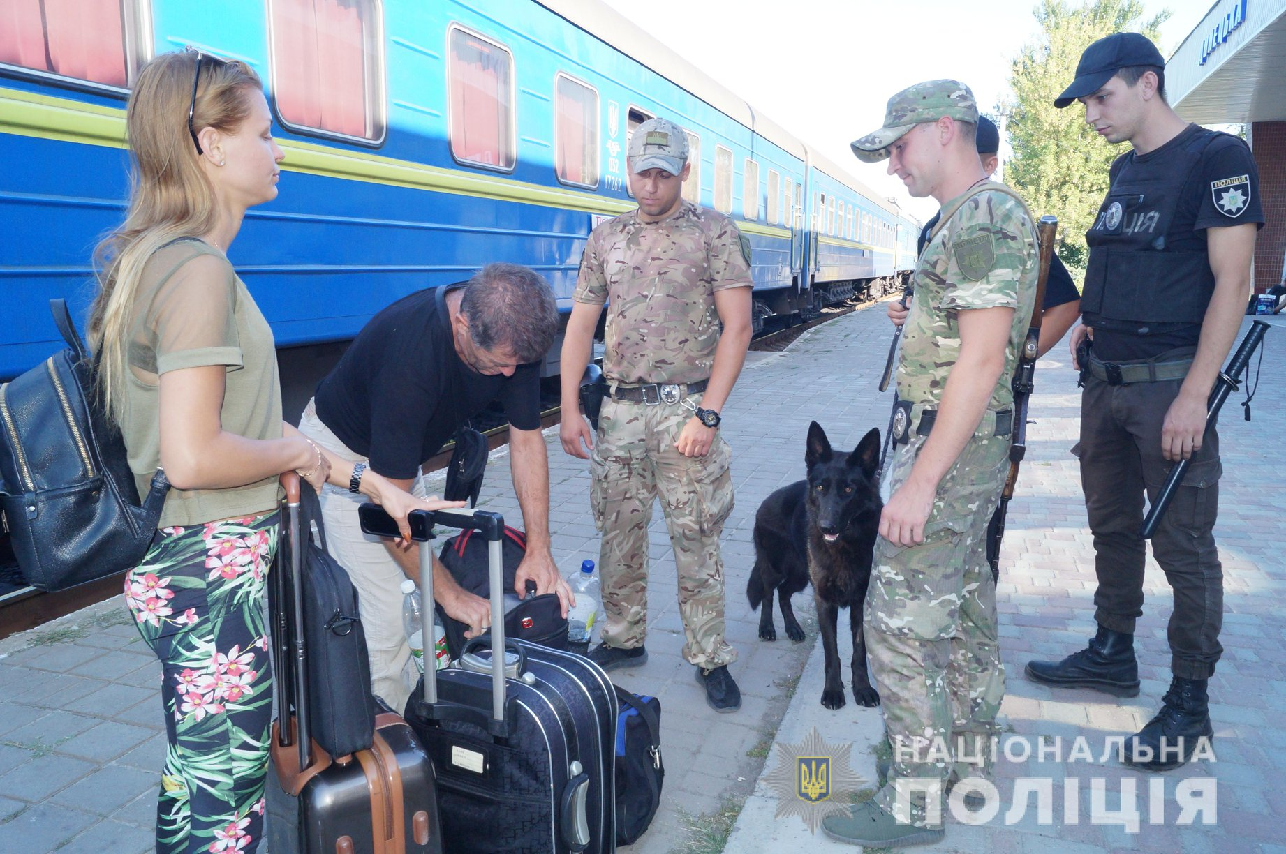 Полиция проверяет все пассажирские поезда в Луганской области (фото)