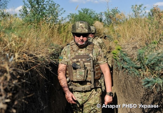 Турчинов предлагает усилить военное присутствие Украины в Азовском море