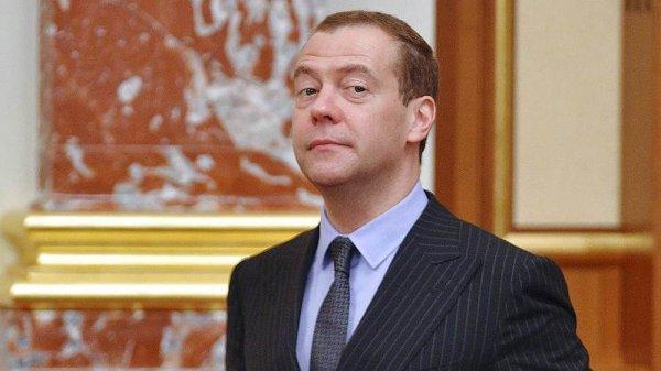 Медведев на фоне обвала рубля считает ситуацию в экономике «абсолютно стабильной»