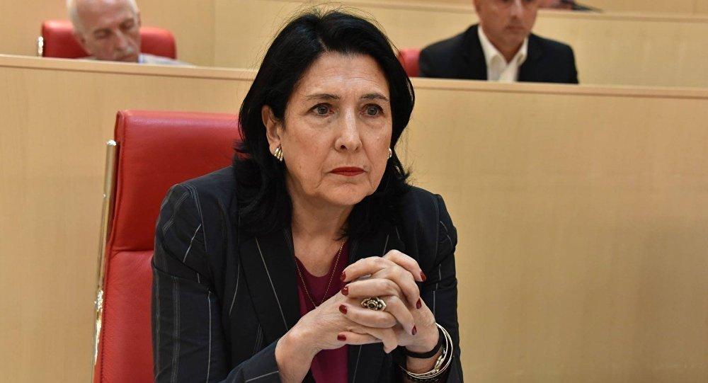 На выборах в Грузии побеждает кандидат от опонентов Саакашвили