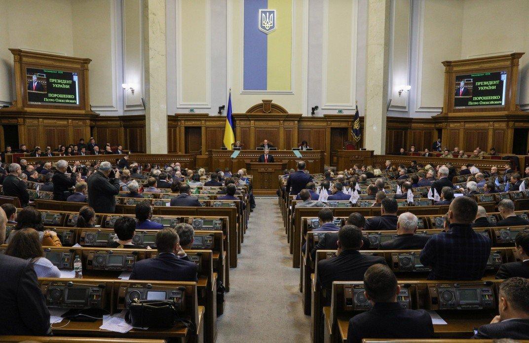 Рада успела назначить дату выборов президента до вступления военного положения