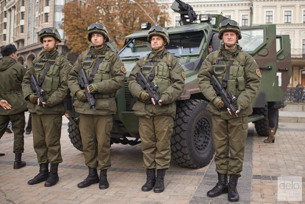 Сегодня на части территории Украины начинает действовать военное положение