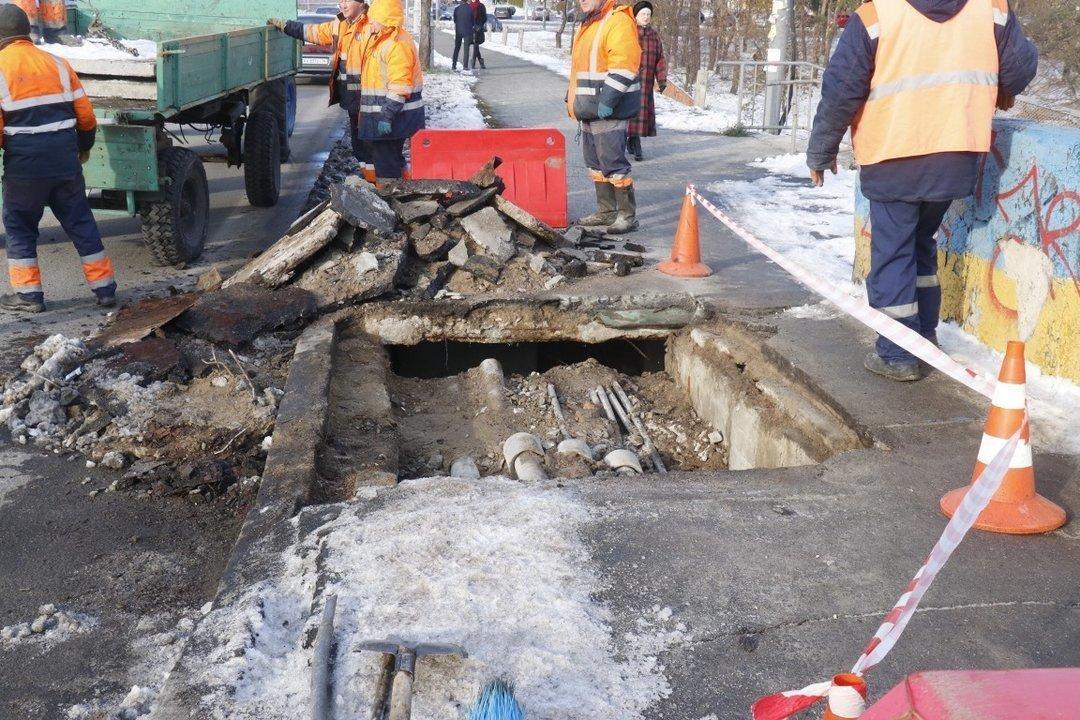В Киевавтодоре опровергли новость о провале части моста на Дарнице