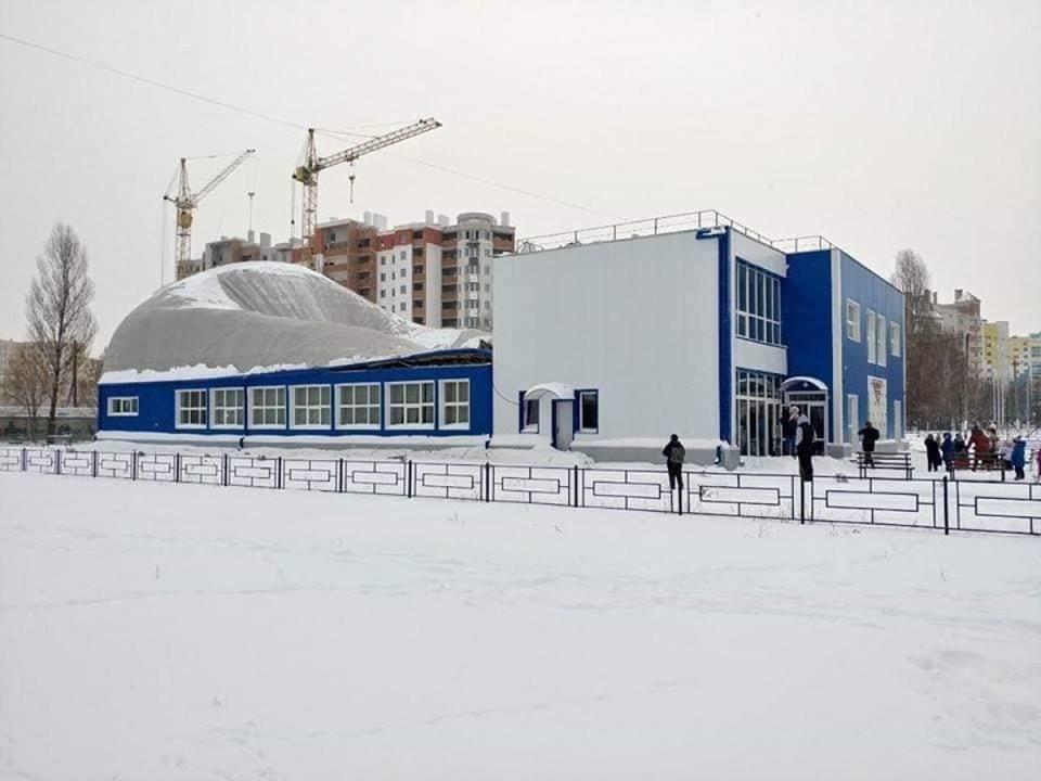 Под Киевом из-за снега обрушилась крыша нового спорткомплекса — Жданов