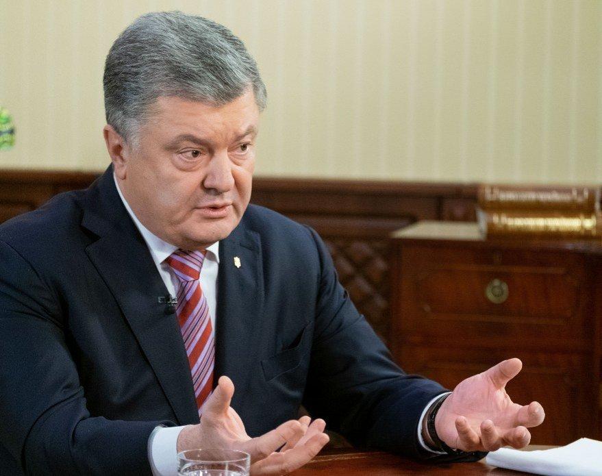 """Порошенко требует от Запада """"Азовского пакета санкций"""" против России"""
