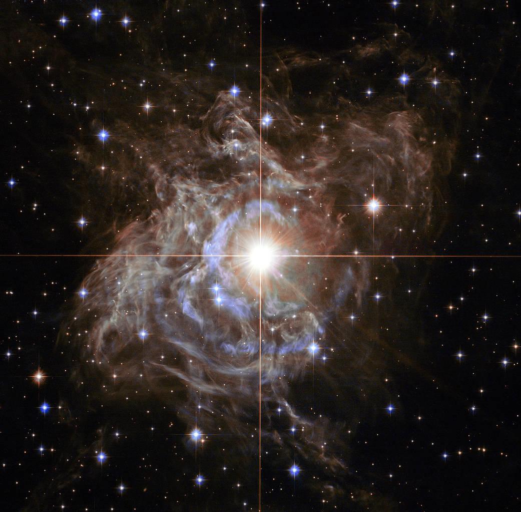 """Телескоп Hubble сделал снимок """"рождественского венка"""" в космосе"""