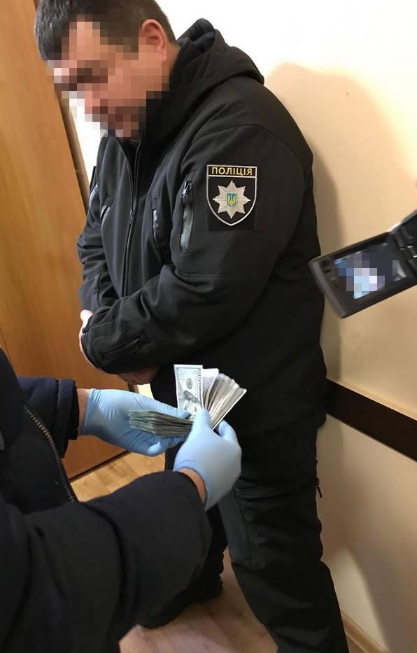 Подполковник полиции в Одессе собирал с предпринимателей по 0 за одну торговую точку