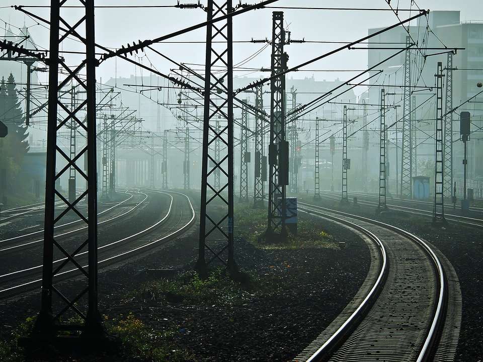 Поставки электровозов должны были начаться еще в 2018 году — Омелян