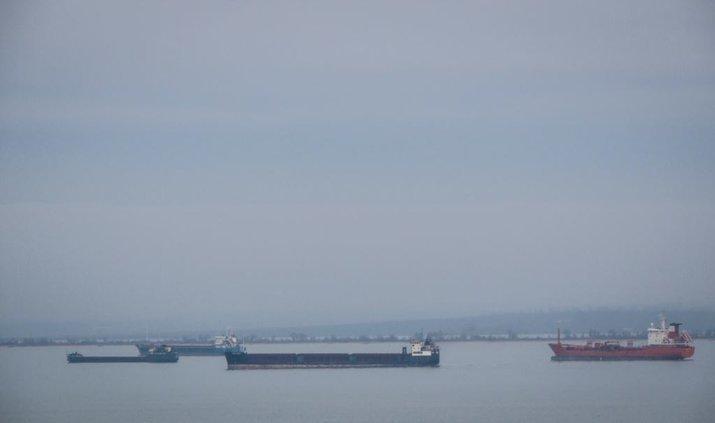 В Керченском проливе горят два судна. Есть погибшие