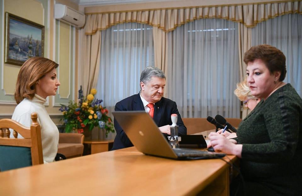 Порошенко подал документы в ЦИК для регистрации кандидатом в президенты