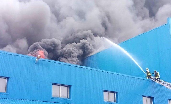 """В столице горят складcкие помещения возле метро """"Лесная"""""""