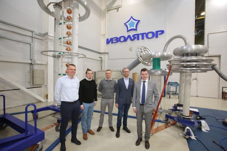 Представители польских компаний PSE S.A. и Eltel Networks в испытательном центре компании «Изолятор»