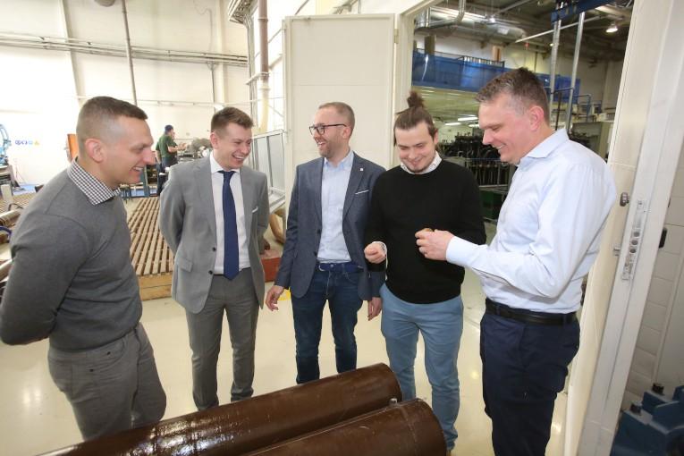 Представители польских компаний PSE S.A. и Eltel Networks знакомятся с технологией производства высоковольтных вводов с внутренней RIP-изоляцией