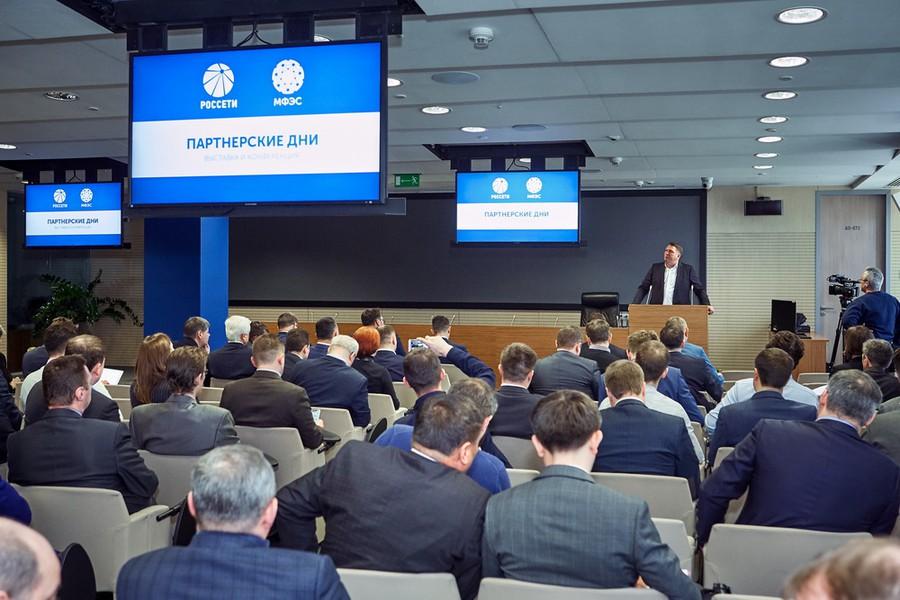 В рамках мероприятия компания «Феникс Контакт РУС» провела встречи с заместителем генерального директора, главным инженером ПАО «Россети» Майоровым А.В