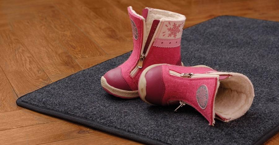 Он может применяться как коврик у входной двери для защиты внутренних помещений от грязи и для сушки обуви