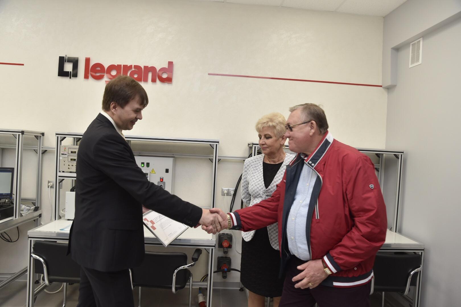 Legrand открыл учебный класс по системам электроснабжения для студентов УлГТУ