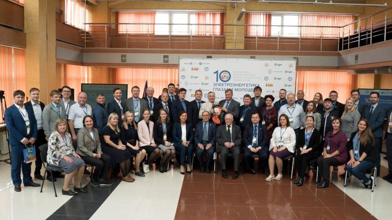 Участники Х Юбилейной Международной научно-технической конференции «Электроэнергетика глазами молодежи 2019», г. Иркутск