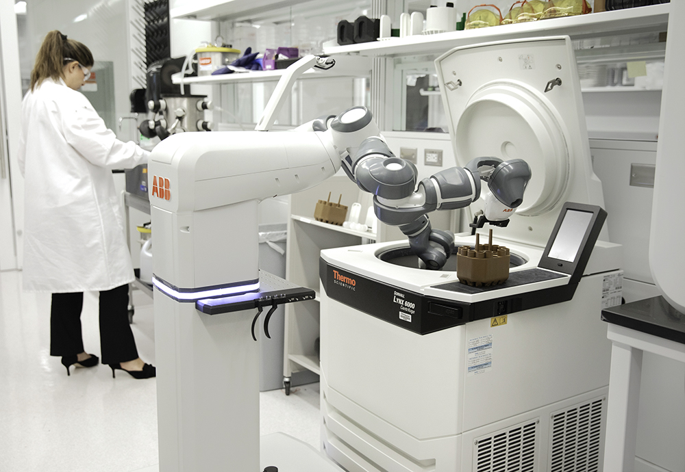 ABB представила концепцию мобильного лабораторного робота для «Больницы будущего»