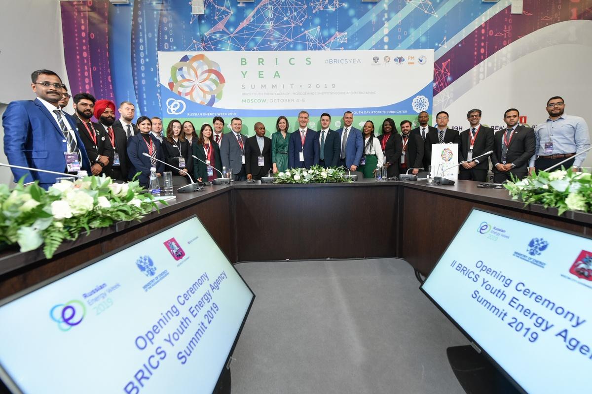 Прогноз глобального энергетического развития представили в молодежный день на РЭН-2019