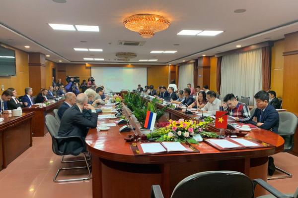 Заместитель гендиректора завода «Изолятор» участвовал в заседании Российско-вьетнамской межправительственной комиссии