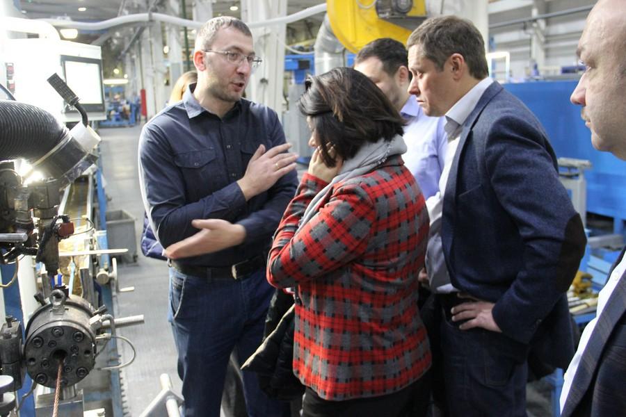 Евгений Белоножко объясняет технические нюансы производства кабеля