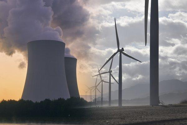 АЭС уступают ветрякам и солнечным батареям в выработке электричества